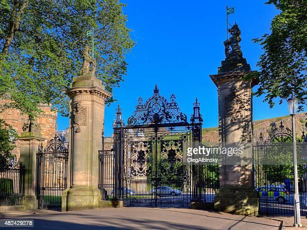 the holyrood palace, edinburgh, united kingdom. - holyrood palace stock pictures, royalty-free photos & images