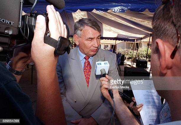The Hon Brian Howe announces the ALP's housing and urban affairs policy at Campbelltown in Sydney's West 17 February 1996 SHD Picture by JON REID