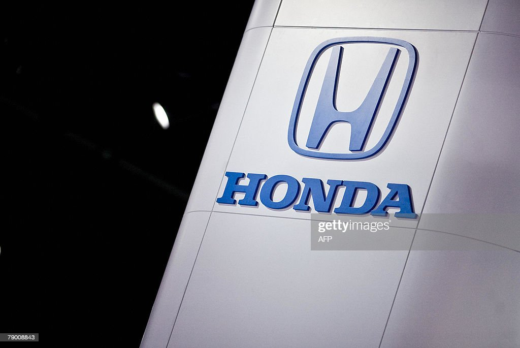 The Honda logo is seen at the 2008 North : News Photo