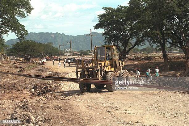 The Honduran Minister of Public Works has estim ated the cost of rebuilding the roads at $360 dollars