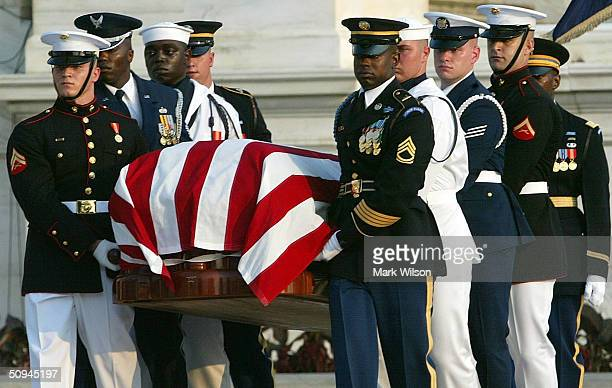 The Honor Guard carry the casket of former President Ronald Reagan to the US Capitol June 9 2004 in Washington DC Reagan's body will lie in state in...