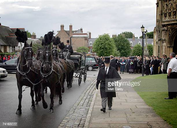 The horse drawn hearse leaves the funeral service for fashion stylist Isabella Blow at Gloucester Cathedral on May 15 2007 in Gloucester England The...