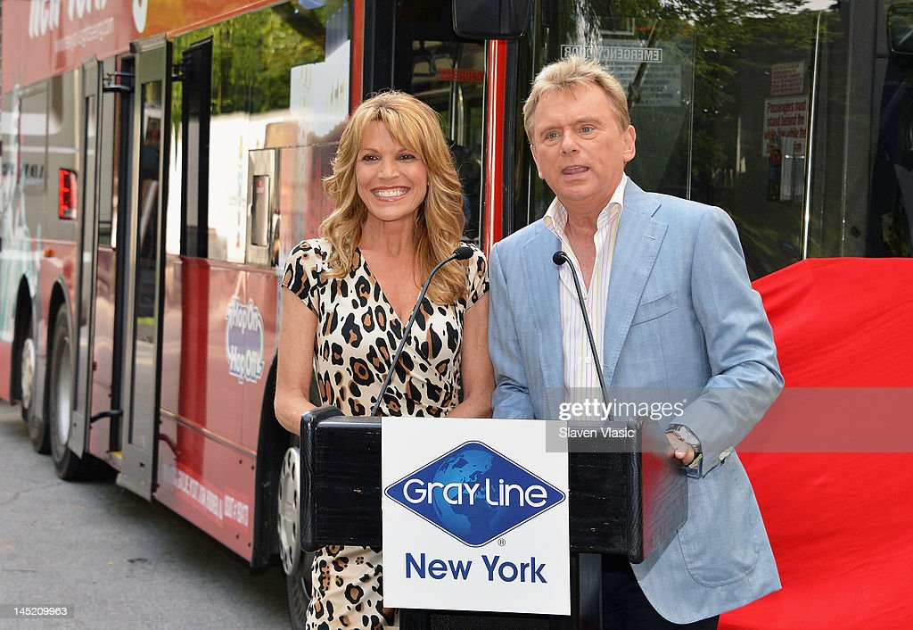"""Wheel Of Fortune"" Honored By Gray Line New York's Ride Of Fame Campaign : Nachrichtenfoto"