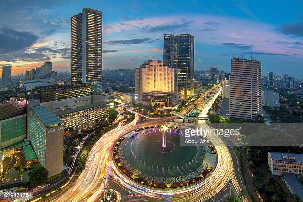 the hotel indonesia roundabout sunset - jakarta - jakarta stock pictures, royalty-free photos & images