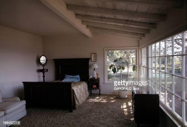 The House Of Sharon Tate Californie Bel Air octobre 1969 la chambre sobrement décorée de Sharon TATE actrice américaine dans sa propriété