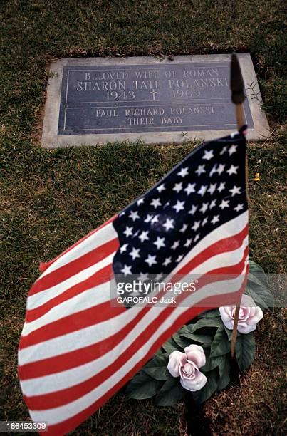 The House Of Sharon Tate Californie Bel Air octobre 1969 la propriété de Sharon TATE actrice américaine La plaque commémorant la mort de Sharon TATE...