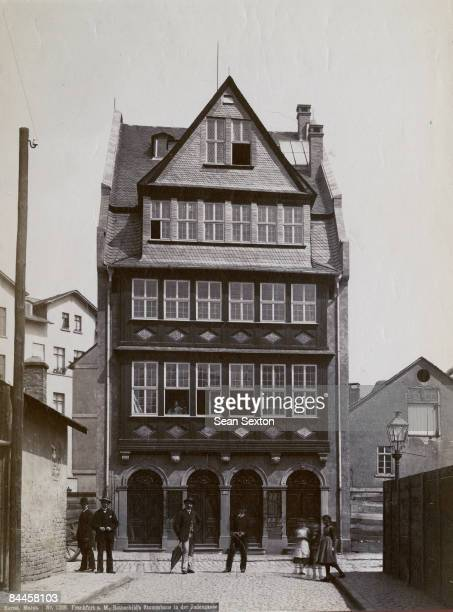 The house of the Rothschild banking family in the Judengasse of Frankfurt 6th October 1890 The surrounding houses in this ghetto street had been...