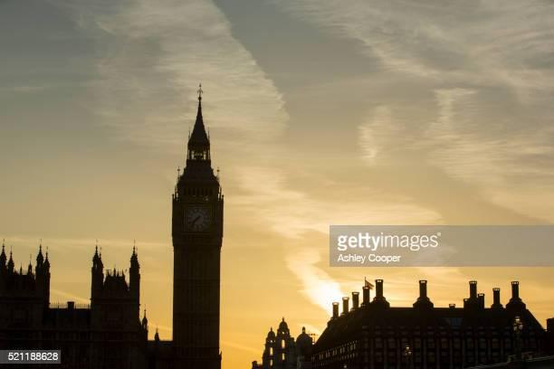 the houses of parliament and big ben at sunset in london, uk - ben cooper stock-fotos und bilder
