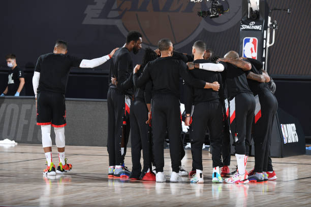 the-houston-rockets-huddle-up-during-the