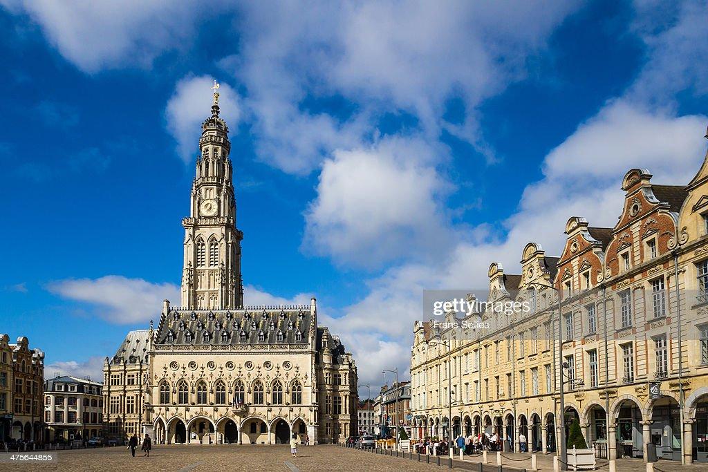 Place des Héros with Town Hall, Arras : Nieuwsfoto's