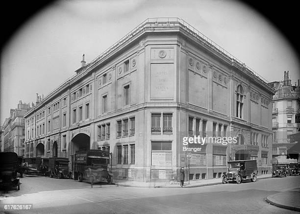 The Hôtel des Ventes Mobilières auction house on the Rue Douot in the 9th Arrondissement of Paris circa 1925