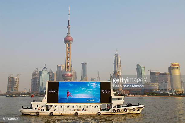 the huangpu river in shanghai, china - shanghai billboard stock pictures, royalty-free photos & images