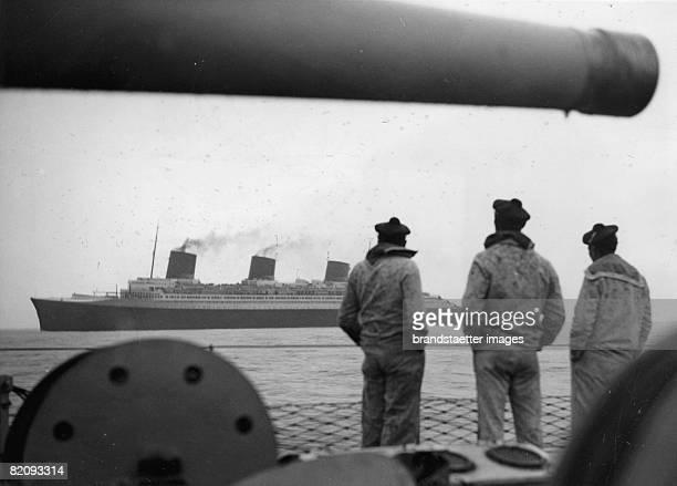 The hudge liner Normandie puttin to sea from the haven of Saint Nazaire Photograph Around 1920 [Das groe Passagierschiff Normandie beim Auslaufen aus...