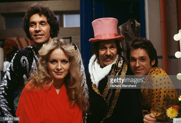 The Hudson Brothers Bill Hudson Brett Hudson and Mark Hudson with model and actress Twiggy in the television comedy show 'Bonkers' 1979