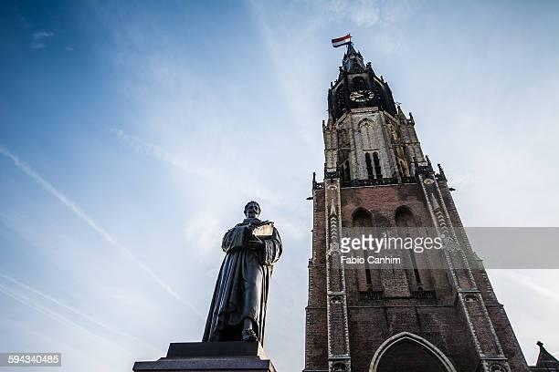 the hugo grotius statue and nieuwe kerk - nieuwe kerk delft stock photos and pictures