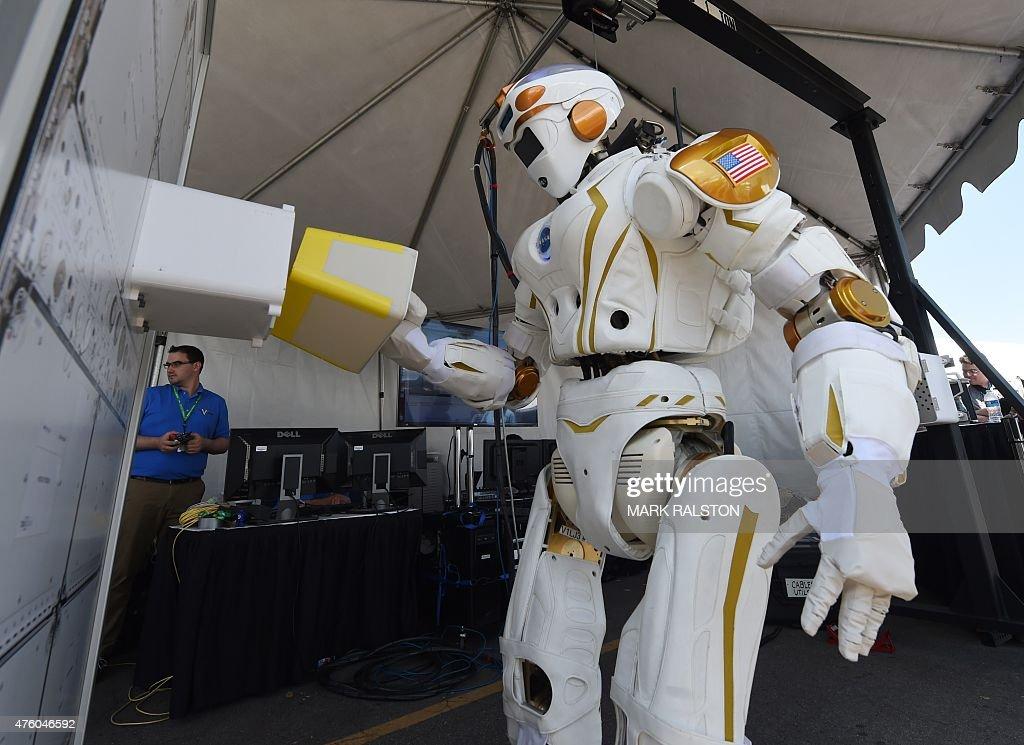 US-SCIENCE-DARPA ROBOTICS : News Photo