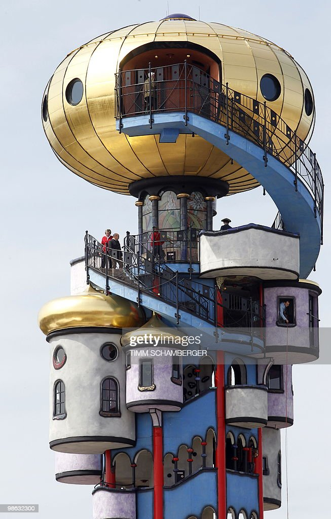 The Hundertwasser Tower, built by Austri : Nieuwsfoto's