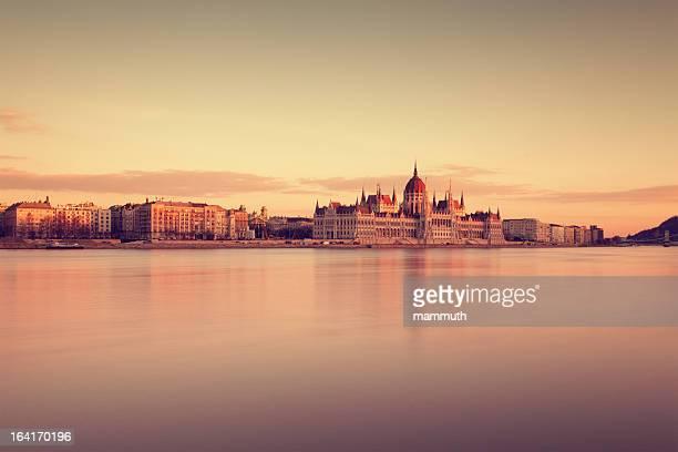 Die ungarische Parlament bei Sonnenuntergang