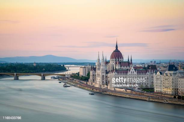 the hungarian parliament building on the banks of the danube at dawn - budapest stock pictures, royalty-free photos & images