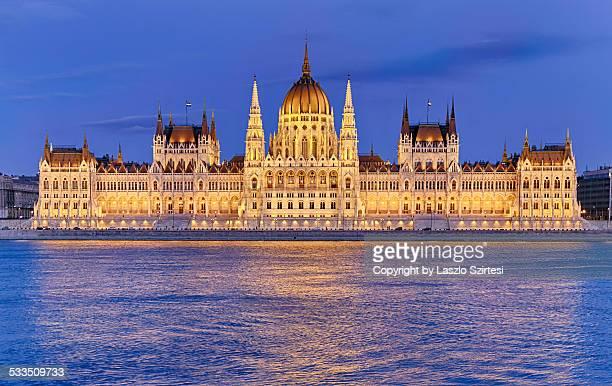 the hungarian parliament - sede do parlamento húngaro - fotografias e filmes do acervo