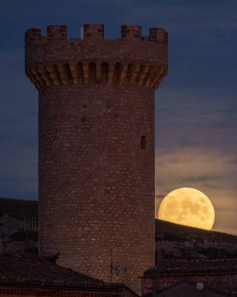 ITA: Hunter Moon Rising In Italy