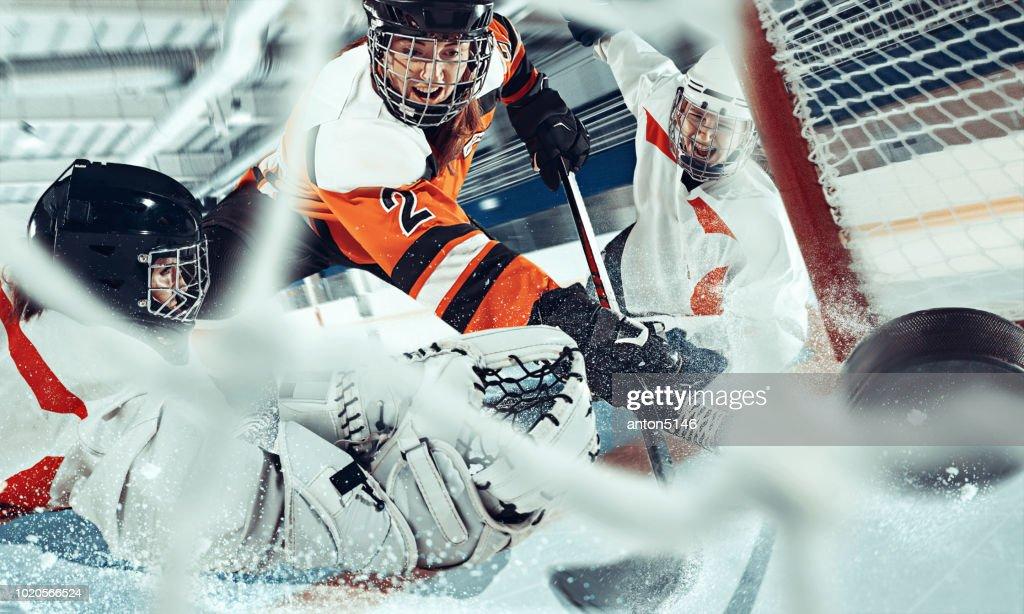 De ice hockey sport vrouwelijke spelers in actie, beweging, beweging. Sport comptetition concpet, meisjes op training of wedstrijd in arena : Stockfoto