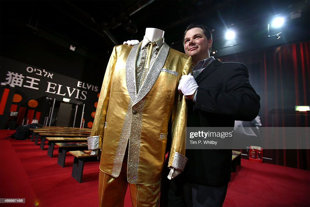 Elvis Presley's Gold Suit - Photocall : News Photo