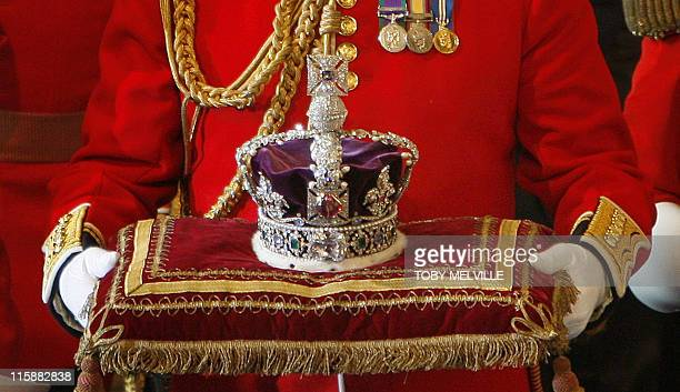 The Imperial State Crown arrives at the House of Lords in Westminster in London 06 November 2007 for the State Opening of Parliament AFP PHOTO/TOBY...