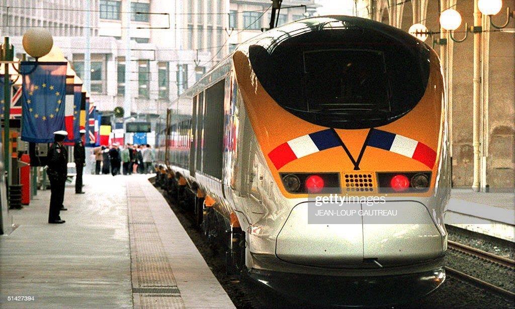 The inaugural TGV-Eurostar train leaves the Paris : News Photo