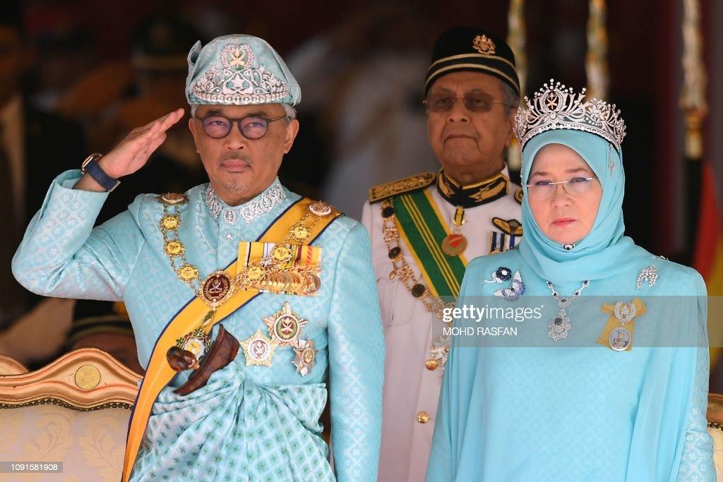 TOPSHOT-MALAYSIA-SULTAN-ROYALS : News Photo