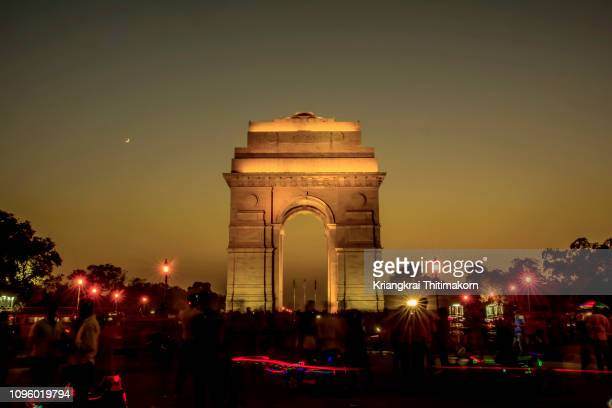 the india gate at night time. - delhi stock pictures, royalty-free photos & images