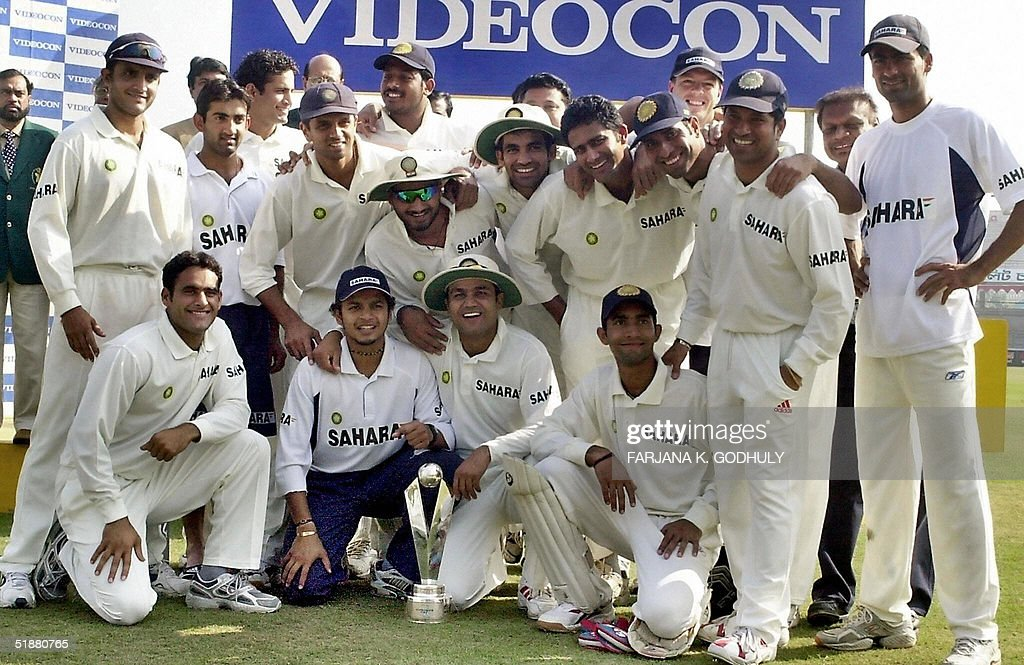 The Indian cricket team poses with the w : News Photo