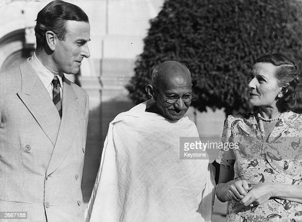 The Indian Nationalist leader Mahatma Gandhi meets the Viceroy of India Lord Mountbatten and his wife at the Viceroy's House in New Delhi