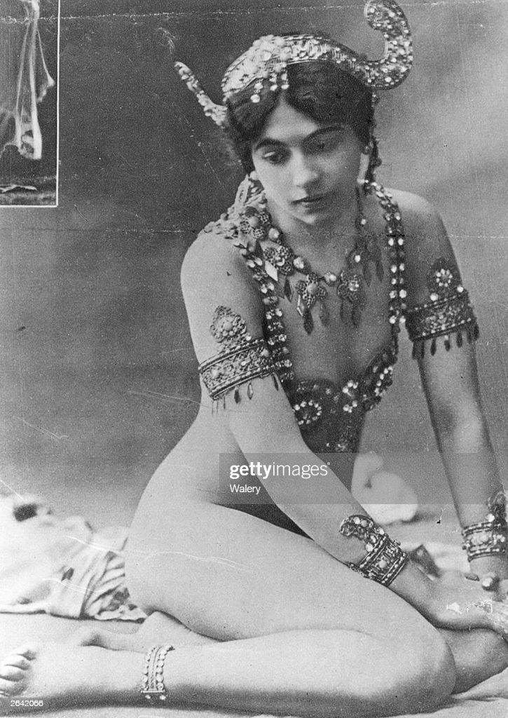 The infamous Dutch spy Mata Hari, real name Margarete Geertruida Zelle (1876 - 1917) who was born in Leeuwarden and became a dancer in France is reaching the finale of the Dance of the Seven Veils.