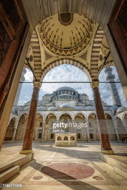the inner door ways of the entrance to suleymaniye camii mosque - azrin az stock pictures, royalty-free photos & images