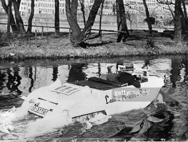 The innovator Jakob Baulig from Koblenz constructed a vehicle which is able to drive as good on land as on water Photograph Around 1930 [Der Erfinder...