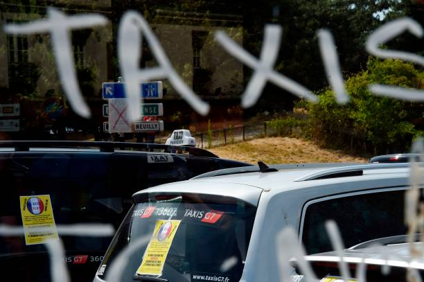The Inscription Taxis Is Tagged Onto A Car Window As Taxi Drivers - Taxi porte maillot