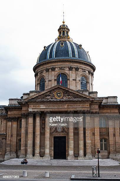 The Institut de France manages around 1,000 foundations, museums, and chateaux throughout the country.