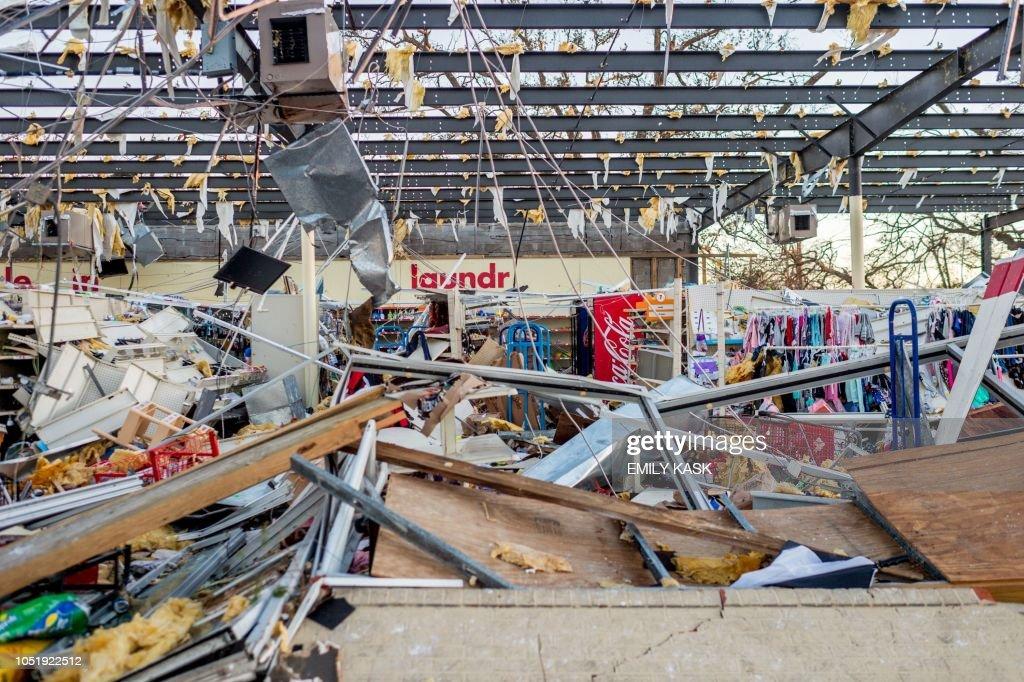 TOPSHOT-US-WEATHER-HURRICANE-AFTERMATH : News Photo