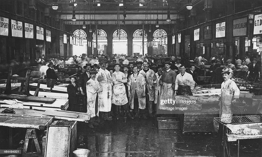 The interior of Billingsgate Market showing fishmongers and their News Photo - Getty Images