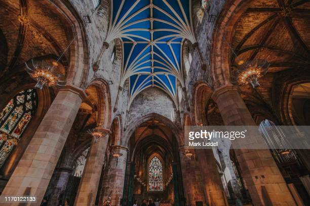 the interior of st giles' cathedral, edinburgh, scotland - st. giles cathedral stock pictures, royalty-free photos & images