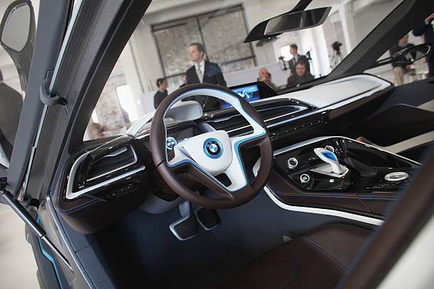 Bmw Previews Two New Electric Concept Vehicles Photos And Images