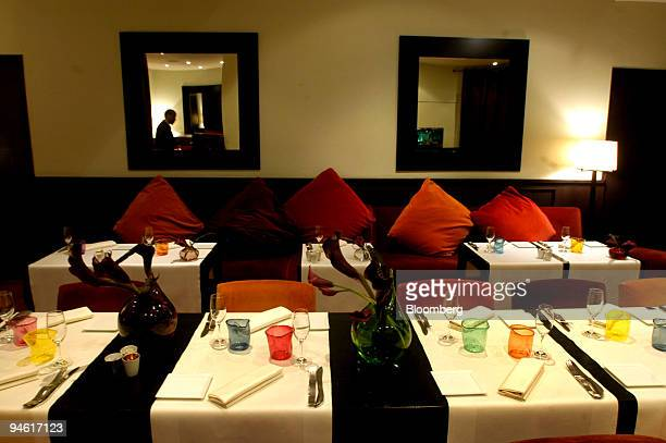 Helene darroze photos et images de collection getty images - Restaurant helene darroze paris ...