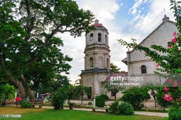 the interior of the san guillermo de aquitania church in dalaguete, cebu - cebu stock-fotos und bilder