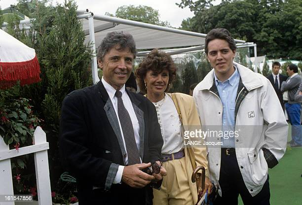 The International Tennis Tournament At Roland Garros 1990 In Paris, France. Sacha DISTEL avec sa femme Francine DISTEL et leur fils Laurent DISTEL.