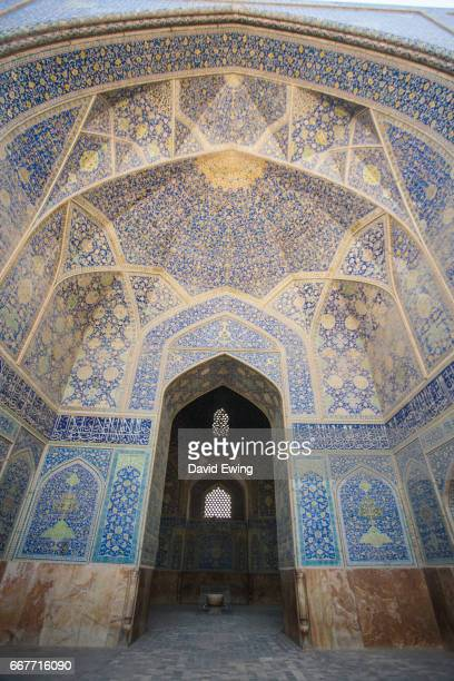 the intricate ceiling of the sheikh lotfollah mosque in esfahan, iran - david ewing stock pictures, royalty-free photos & images