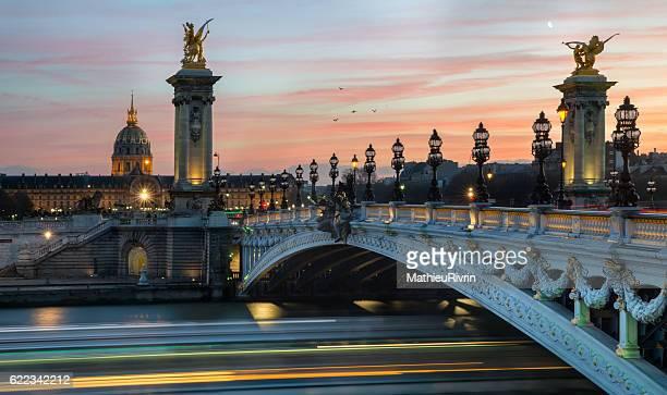 the invalides - paris - pont alexandre iii photos et images de collection