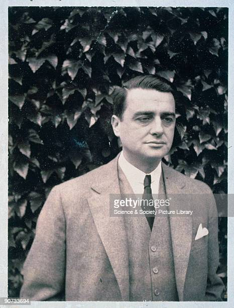 The invention of the onestep developing and printing process by physicist and inventor Edwin Land created a revolution in photography whereby dry...