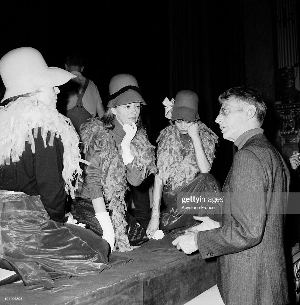 The Irish Dramatist And Writer Samuel Beckett Talking With Actresses News Photo Getty Images
