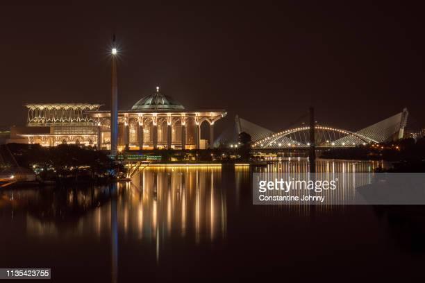 the iron mosque and seri saujana bridge at night. putrajaya, malaysia. - ramadan stock-fotos und bilder